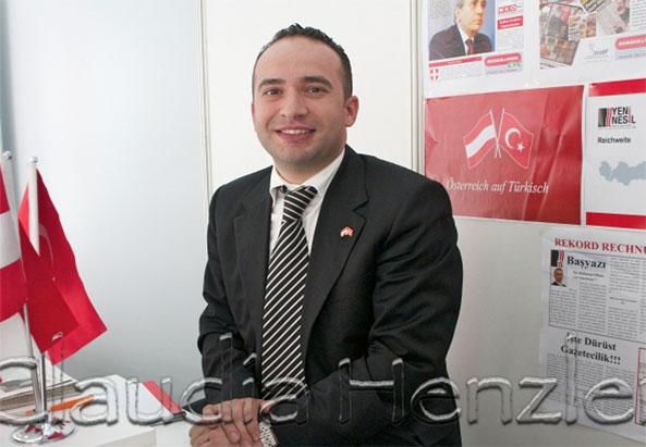Ergün Sert Herausgeber von Yeni Nesil hier bei der Medien.Messe.Migraion 2010 - ©Claudia Henzler