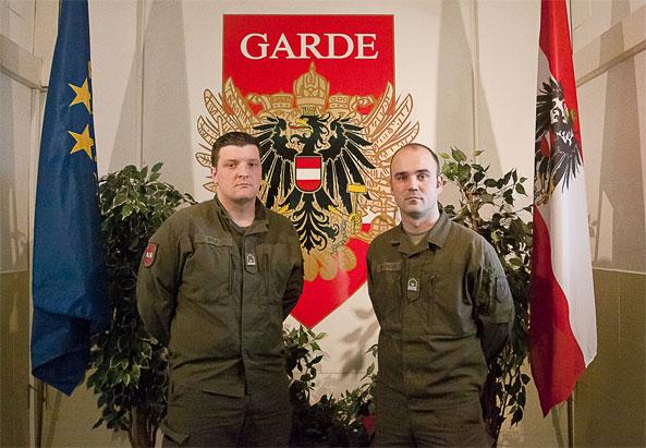 Zwei Migranten beim Heer: Daniel Damjanovic und Dario Skelo (v. links) - © Milli Flener