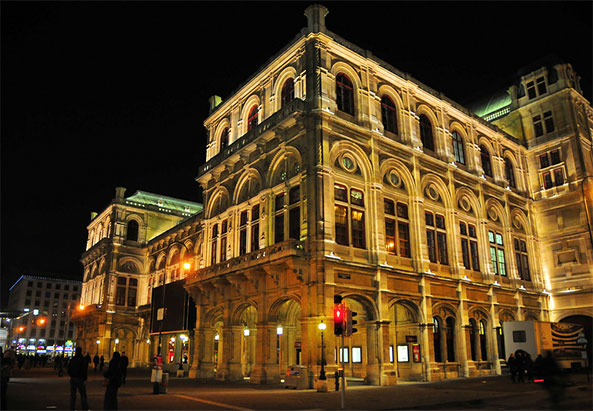 Wienr Staatsoper by night - ©flickr.com