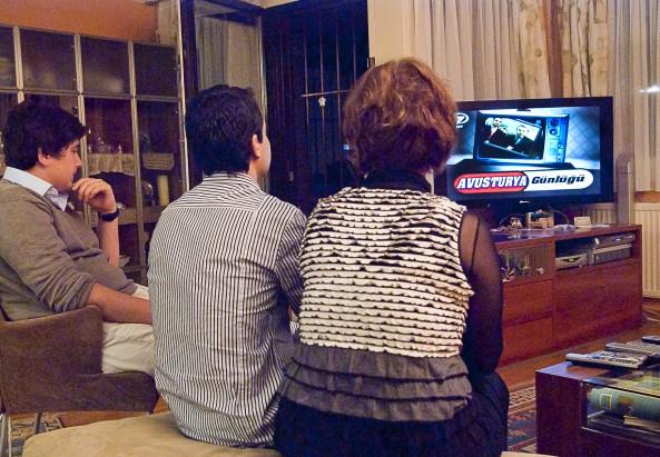 Türken beim Fernsehen © Milagros Flener