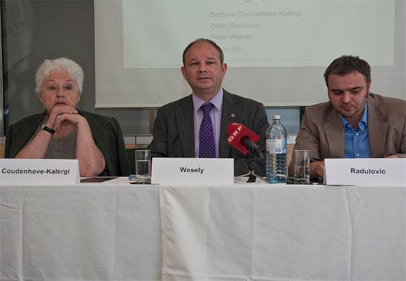Pressekonferenz mit Coudenhove-Karlergi, Wesely und Radulovic (v.l.n.r.)  © Aram Ghadimi