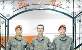 Soldaten mit Migrationshintergrund: Ahmed El Badry, Feim Maksuti und Christian Mettri (von links) - © Asma Aiad