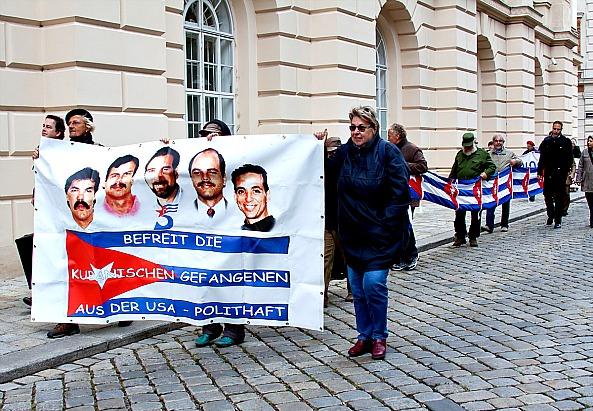 Wiener Kundgebung für die fünf  von Kuba - ©Mili Flener
