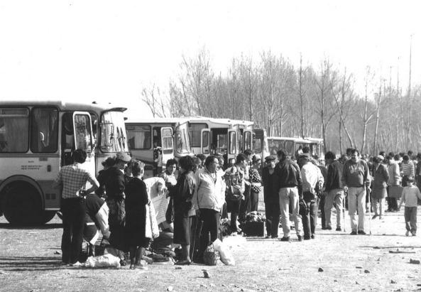 """""""Gastarbeiter"""" sein war gestern - Arbeitsmigranten am Busparkplatz (c) gastarbajteri (Initiative Minderheiten)"""