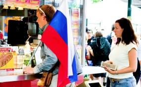 Junger Russe bei einem Würtselstand in Wien - ©Milagros Flener