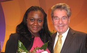 MiA-Award 2012 - Clara Akinyosoye mit Bundespräsident Heinz Fischer