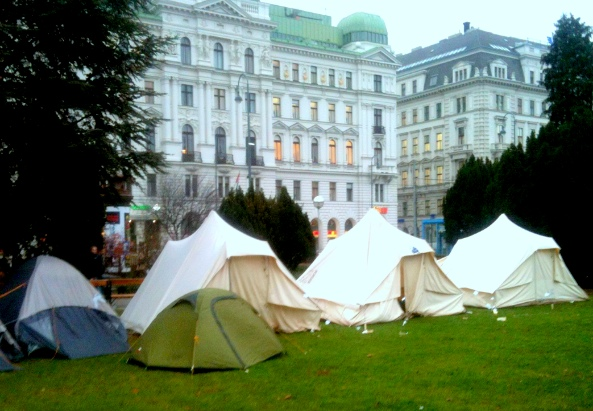 FluechtlingscampWien2012 - ©simon INOU