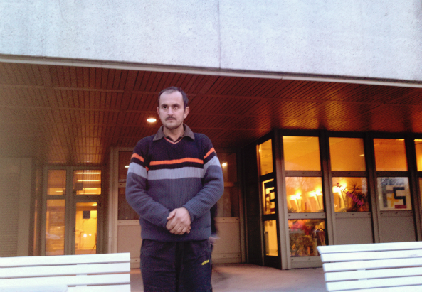 Flüchtling Mohammed T. vorm AKH nach der Attacke (c) K. Kellermann