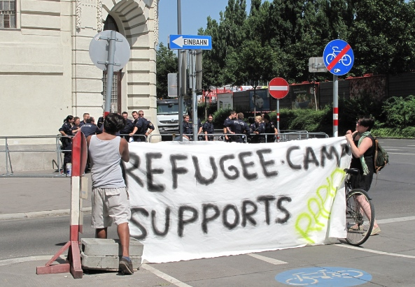 Rossauer Lände, Wien 29.7.2013: Refugee Camp Demonstranten - ©Titi Farukuoye