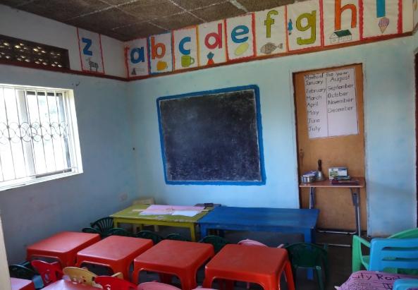 Schulklasse in Uganda - ©http://aufgewacht-in-afrika.blogspot.co.at/2012/08/soo.html