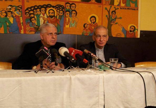 PK,18.11.13 Caritas in der Gruft_Caritaspräsidenten Franz Küberl (links) und Michael Landau (rechts) (c) CLA