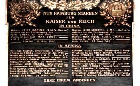 Gedenktal für Kriegsverbrecher im hamburger St. Michaelis Kirche - ©http://www.freedom-roads.de/frrd/hhkaiser.htm