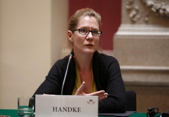 Amina Handke bei einer Podiumsdiskussion im Parlament, 2010 © Parlamentsdirektion/Bildagentur Zolles/Mike Ranz