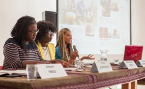 fresh-leading-team: (v.l.n.r.: Clara Akinyosoye, Mireille Ntwa, Vanessa Spanbauer) - ©Sebastian Toth