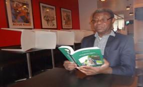 Clément Mutombo bei der Präsentation seines Buches in Brussels, Belgien