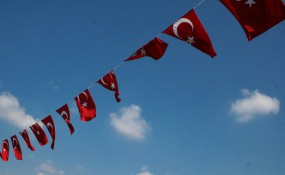Türkei. Foto: hydro-xy auf Flickr: https://www.flickr.com/photos/hydroxy/2852633647/in/photolist-n4JKti-5NfsTY-8bNXPk-93tcbj-o2prpe-6Qy2X7-5m5uAK-4XrmYz-4XrngV-4XrnpX-8Fs7d2-azX6r5-gAFse-4G5xNg-4tC8FX-6U2weC-4YJXk2-4tGaY9-4tGcjY-59iGZW-4tC8t2-hR6hp-4sa8hg-4XhJxX-dJc2xk-yLGLs