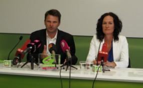 Justizsprecher Steinhauser und Klubobfrau Glawischnig von den Grünen bei der Pressekonferenz. Foto: M-MEDIA/Konstantin Auer